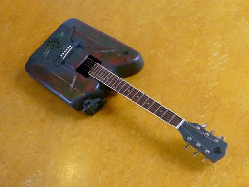 Edjo.nl | Rat jerrycan gitar